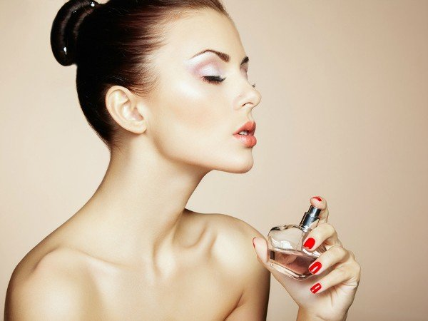 women-with-purfume