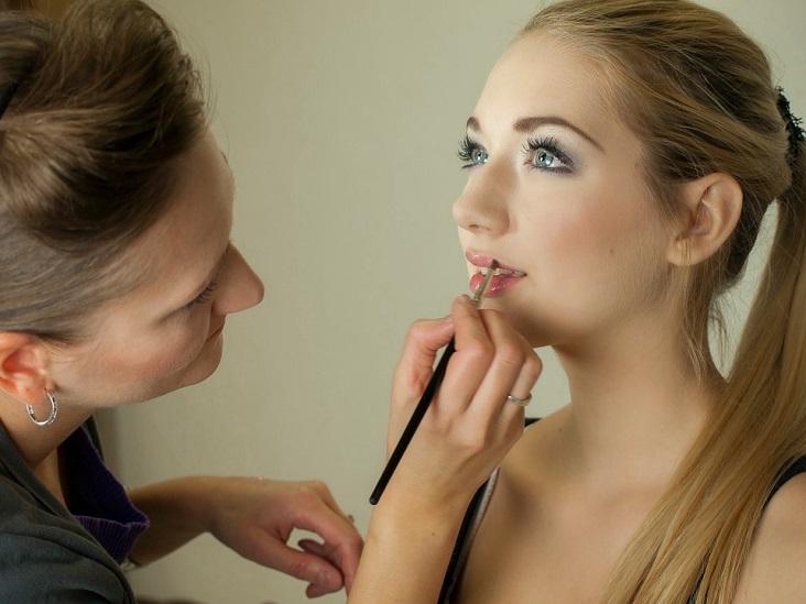 attending-beauty-school-makeup